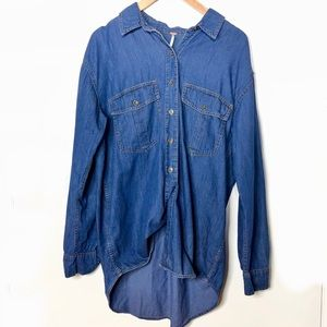 FREE PEOPLE OVER SIZED DENIM BUTTON DOWN